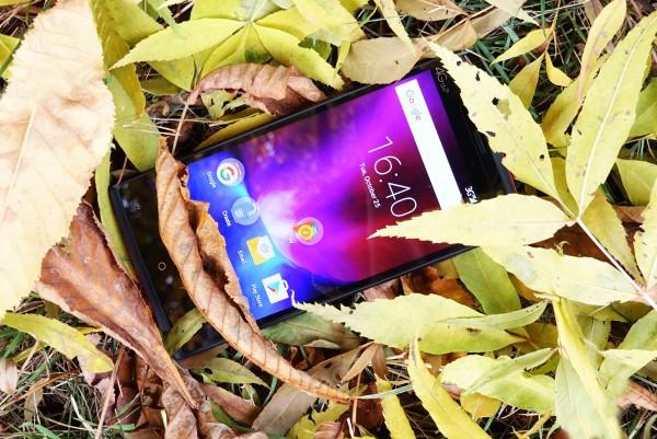 REVO 555 изгоден смартфон с голяма батерия