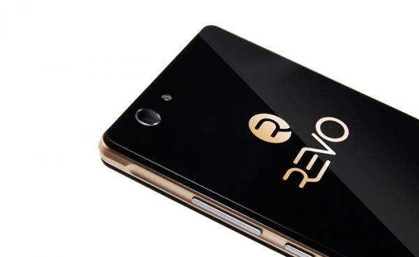 RevoPearl е бюджетен смартфон с много красив дизайн